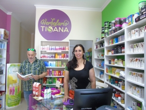 Reyes Espuelas y Luis Cortes, propietarios de los herbolarios Tisana